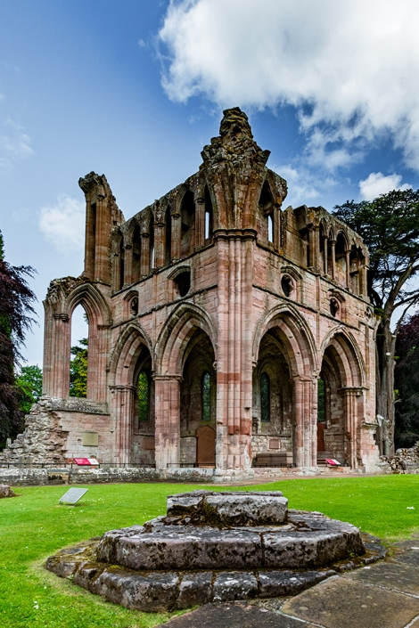 Dryburgh abbey, architecture Scotland